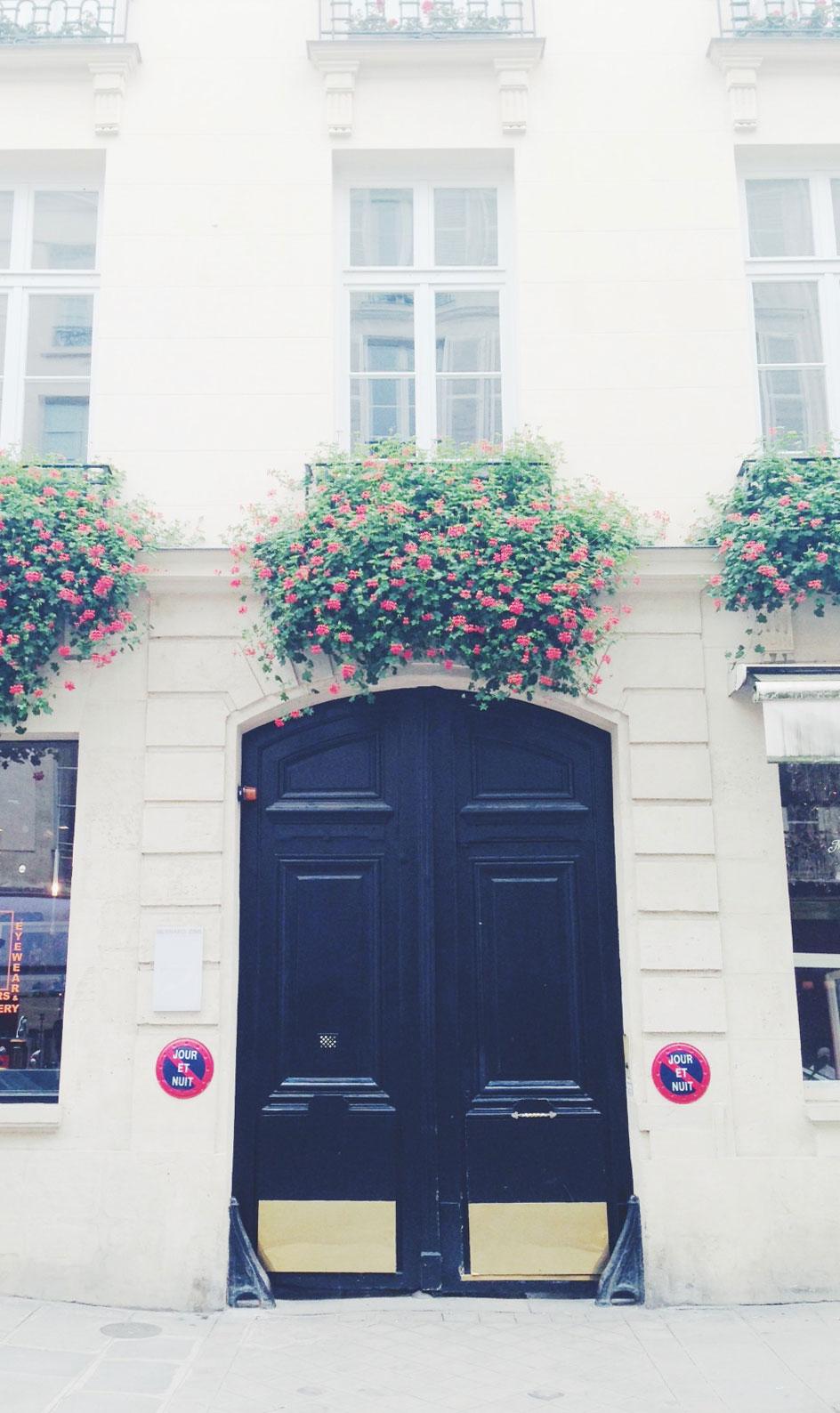 Parisian-Door-in-Le-Marais